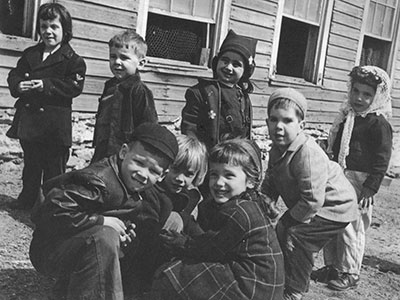 group-of-kids-miquon-1940s